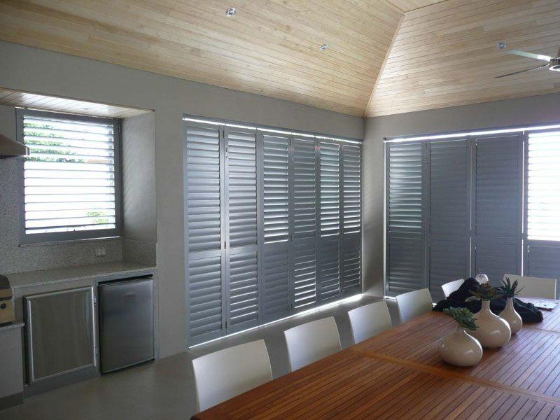 aluminium-shutters-in-outdoor-dining-area