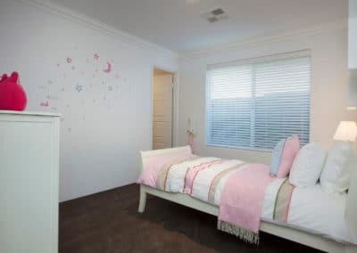 childrens bedroom with venetian blinds