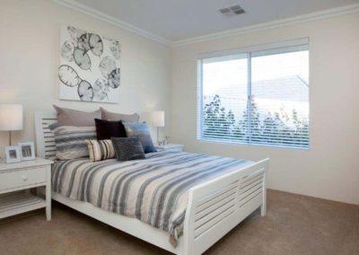 veneitan blinds in bedroom
