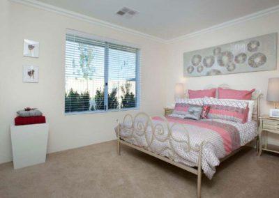 venetian blinds on bedroom window